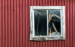 Vieille fenêtre cassée Photos stock