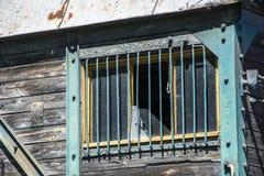 Vieille fenêtre cassée Photo stock