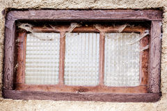 Vieille fenêtre couverte de poussière Image libre de droits
