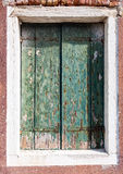 Vieille fenêtre dans Burano Images stock