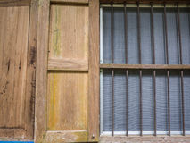 Vieille fenêtre dans un temple chez la Thaïlande Photo libre de droits