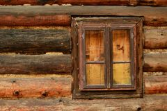 Vieille fenêtre de Brown Photos stock