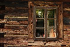 Vieille fenêtre de Brown Image stock