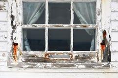 Vieille fenêtre superficielle par les agents Image libre de droits
