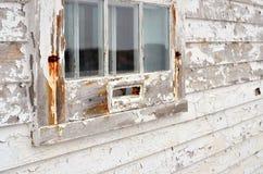 Vieille fenêtre superficielle par les agents Photographie stock libre de droits