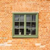 Vieille fenêtre verte en bois Photographie stock libre de droits