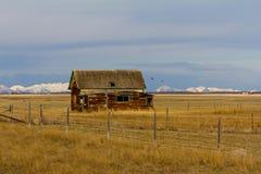 Vieille ferme sur les prairies du Montana Photographie stock libre de droits
