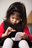 Vieille fille de deux ans adorable mignonne d'enfant en bas âge Photographie stock libre de droits