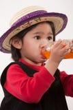 Vieille fille de deux ans adorable mignonne d'enfant en bas âge Photos libres de droits