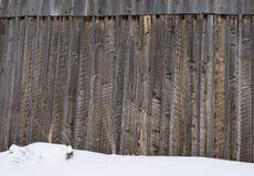 Vieille fin de grange avec la neige Image libre de droits