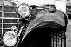 Vieille fin de phare de voiture de vintage  Pékin, photo noire et blanche de la Chine Images stock