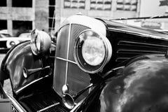 Vieille fin de phare de voiture de vintage  Pékin, photo noire et blanche de la Chine Photographie stock libre de droits