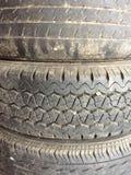 Vieille fin de pneu de véhicule Photographie stock