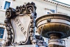 Vieille fontaine à Rome Images libres de droits