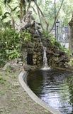 Vieille fontaine avec la statue à Lisbonne Image stock