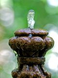 Vieille fontaine en pierre images stock
