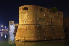 Vieille forteresse par nuit dans la leghorn, Italie Photo stock