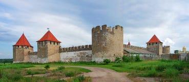Vieille forteresse sur la rivière le Dniestr dans la cintreuse de ville, le Transnistrie photos libres de droits