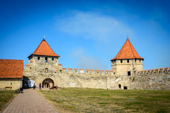 Vieille forteresse sur la rivière le Dniestr dans la cintreuse de ville, le Transnistrie Ville dans les frontières de Moldau dess photographie stock libre de droits