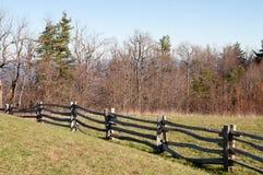 Vieille frontière de sécurité de longeron en bois Images libres de droits