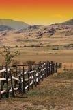 Vieille frontière de sécurité en bois à un ranch Images stock