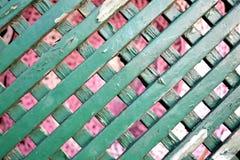 Vieille frontière de sécurité en bois de jardin Photos libres de droits