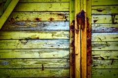 Vieille frontière de sécurité en bois minable Photographie stock libre de droits