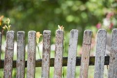 Vieille frontière de sécurité en bois Images stock