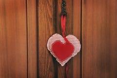 Vieille garde-robe antique Garde-robe en bois Amour photo libre de droits