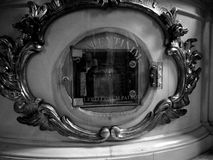 Vieille église Regard artistique en noir et blanc Image stock