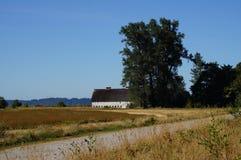 Vieille grange blanche Photos libres de droits