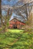 Vieille grange cachée Image libre de droits