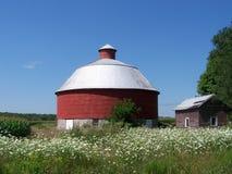Vieille grange circulaire peu commune de brique Photographie stock libre de droits