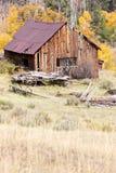 Vieille grange dans l'automne Photos libres de droits