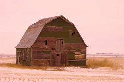 Vieille grange dans le froid Images stock