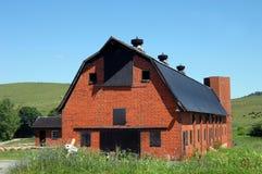Vieille grange de brique rouge Photographie stock