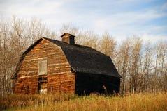 Vieille grange de Brown au soleil Photo libre de droits