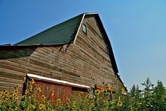 Vieille grange de toit de hanche Photographie stock