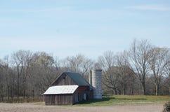 Vieille grange en automne Image stock