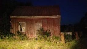 Vieille grange la nuit Image stock