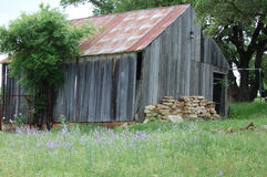 Vieille grange nécessitant la réparation photographie stock