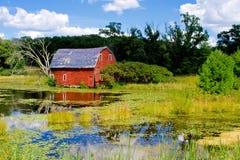 Vieille grange superficielle par les agents Photo libre de droits