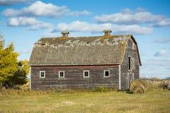 Vieille grange superficielle par les agents Image libre de droits