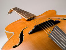 Vieille guitare de jazz d'archtop Images libres de droits