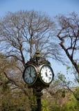 Vieille horloge à Bucarest Photo stock