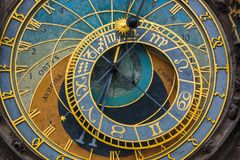 Vieille horloge astronomique à Prague - République Tchèque Image libre de droits