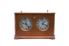 Vieille horloge en bois d'échecs d'isolement sur le fond blanc Photographie stock libre de droits