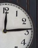 Vieille horloge en bois partielle Image stock