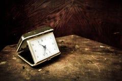 Vieille horloge grunge Photos stock