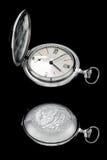 Vieille horloge sur le noir Photo libre de droits